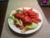 Chipsschnitzel auf Salat mit Kartoffelspalten (von Charly Ko)
