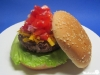 Cheeseburger mit Paprika-Salsa