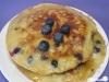 Heidelbeer-Bananen-Pancakes mit Ahornsirup