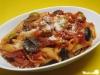 Penne mit Zwiebel-Tomaten-Confit und Oliven