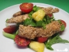 Sesam-Putensticks auf Salat