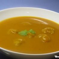 Kürbissuppe mit Korianderklößchen