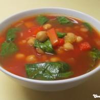 Paprika-Kichererbsen-Suppe mit Spinat