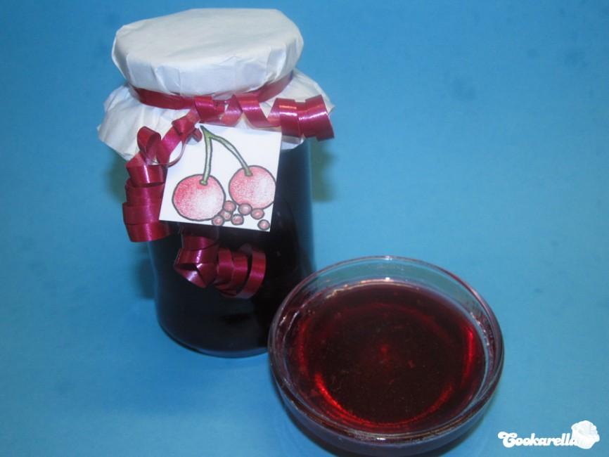 Sauerkirschgelee mit rosa Pfeffer