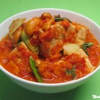 Pfannengerührter Tofu mit Chili-Relish und Cashewkernen