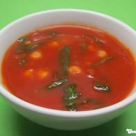 Scharfe Kichererbsen-Zwiebel-Suppe mit Rucola