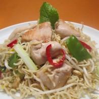 Hähnchen-Nudel-Salat mit Honig-Limetten-Dressing