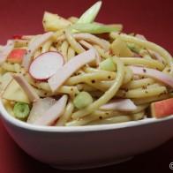 Nudelsalat mit geräuchertem Hähnchen und Senfdressing